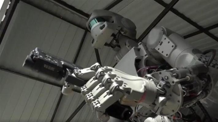 İngiltere'de 2030 yılında ''30 bin'' robot asker olacak