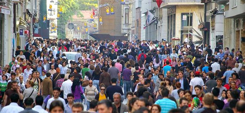 İstanbul'da 65 yaş üstü insanlara belli saatlerde sokağa çıkma yasağı getirildi
