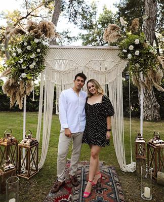 Başak Karahan ve sevgilisi Dimag Özgüm karantinaya alındı